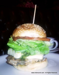Chicken & Pesto burger